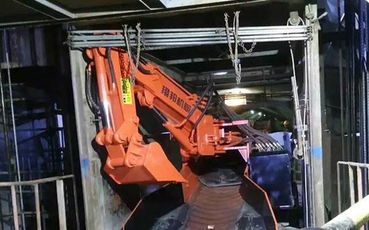 嵩县金源金矿客户使用本公司60滑移式扒渣机